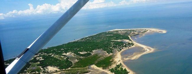 チャーター機でイニャカ島へ!マプート沖...