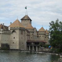 スイスパスを使って思いっきり楽しむ!�レマン湖に浮んでいるように見えるシヨン城