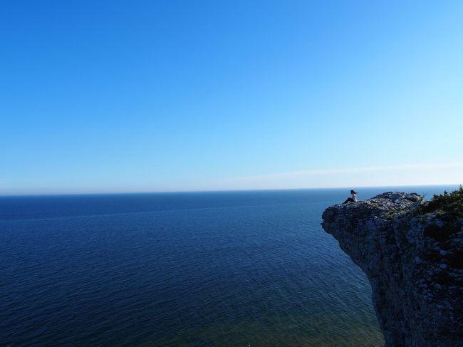 今年も行ってきました!!<br />有給4日もらっての海外旅行♪<br />今回は友達のいるスウェーデンへ♪( ´▽`)<br />友達も訪ねた事もありいつもの旅行とは又々違ったとても楽しい旅行になりました☆<br /><br /><br />お次はゴットランド島旅行記です(^^)<br />行く前の情報では薔薇が有名、羊の置物がある、魔女の宅急便の舞台となった景色が観れるんだとか。。<br />ガイドブックにもそんなに詳細がない島でしたが、北欧の人たちにとってのリゾート地になっているらしく。。とーーっても可愛いお勧めの島です(≧∇≦)<br />また、朝早く起きて絶景も見てきましたー最高の場所です☆