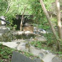 黒川の秘湯 奥満願寺の藤もとは野天風呂よし料理よし