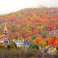 モン・トランブラン-こう葉の季節が特に素晴らしいリゾートの街