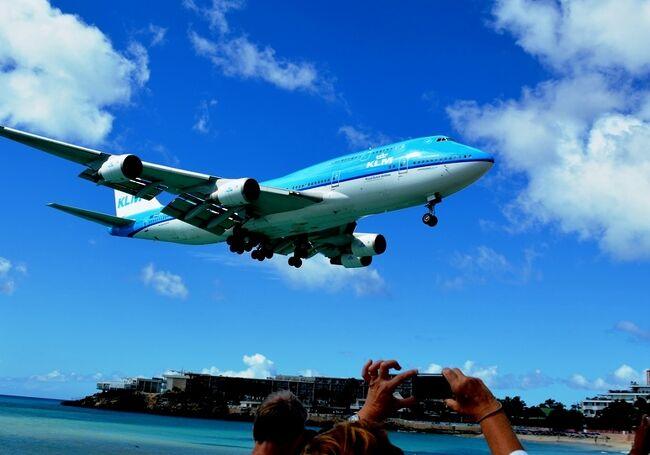 セント・バーツ島から戻った私は、再度マホビーチに足を向けた。<br /><br /><br /><br /> 今日は、セント・マーチンの『プリンセス・ジュリアナ空港』にボーイング747(ジャンボジェット)が飛来する日だ。<br /><br /> この島に来る「747」はKLMだけ。<br /> しかもデイリーではない。<br /> (実は、この日に合わせて旅程を設定したのだ)<br /><br /> ヒコーキ・ファンならば、逃す手はない!<br /><br /><br />