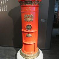 スカイツリーと郵政博物館 丸型ポスト