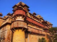 インド北東部と中部の旅12●宮殿群に囲まれた村オルチャ