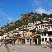 4連休でアルバニア&ドイツひとり旅2 アルバニアの田舎町ベラト 千の窓と路地裏探検