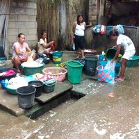 コロン島の洗濯女