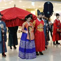 仁川国際空港で李王朝の王様と王妃様に出逢う