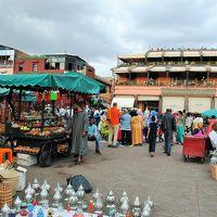 北アフリカのモロッコへ!! その3 マラケシュのジャマ・エル・フナ広場へ。