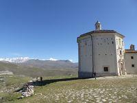 春の優雅なアブルッツォ州/モリーゼ州 古城と美しき村巡りの旅♪ Vol76(第4日) ☆Calascio:美しきカラーショ城(ロッカ・カラーショ)へ♪教会やパノラマを眺めて♪