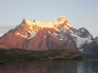 チリ 「行った所・見た所」 パイネ国立公園のペオエ湖を見てホステリア・ペオネ宿泊