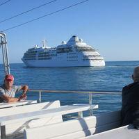 スタアラでスペイン�バルセロマラガ、コスタデルソルを楽しむ、豪華客船と並走するマラガ港クルーズ