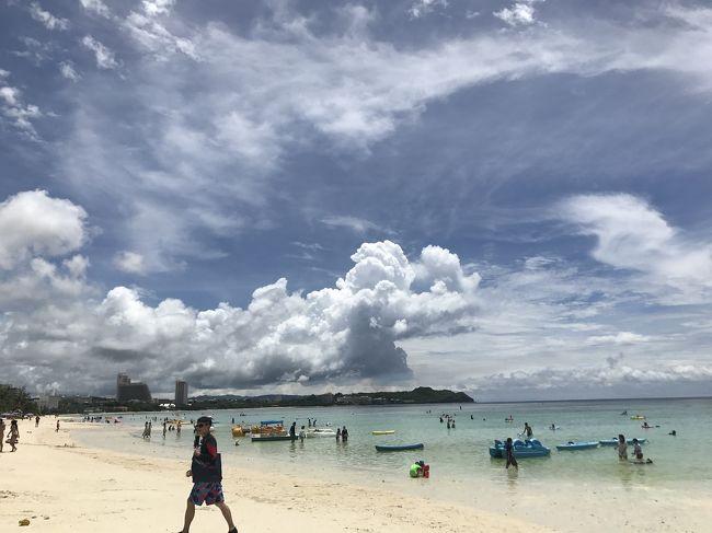 沖縄に行きたがっていた友人をなんとか説得してグアムに行くことができました~!!<br /><br />友人は初海外デビューなので、楽しんでもらうために頑張ってエスコートしました♡♡<br />その勲章を備忘録として残しておきます!!<br />結果、グアムも気に入ってもらえ、「また行きたい!」をいただきました~~p(*^o^*)q<br />良い海外デビューできてよかったね!!<br /><br />私自身、日本から3時間で行けるにも関わらずアメリカを感じられるグアム、アメリカなのに旅行代が安いグアム、街並みも人も全てゆる~い雰囲気のグアムが大好きです!!<br />また早くいきたいな~~!!<br />でも今度はもう少しゆっくりちょっと良いホテルに泊まりたいな~とも思いました!<br /><br />手配*安定のHIS(笑)<br />ホテル*グアムプラザリゾート&スパ<br />飛行機*ユナイテッド航空<br /><br /><br />深夜便早朝便利用で行った格安ツアーです(笑)<br /><br />_<br /><br /><br />