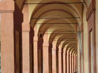 2017年夏休みはイタリアへ【3】:ボローニャ郊外の丘の上、長く続くポルティコを抜けた先に建つ美しき「マドンナ・ディ・サン・ルカ教会」