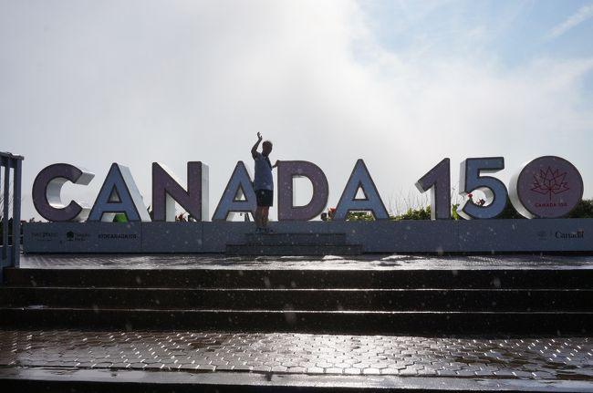 結婚30周年を記念して、前回25周年のオーストラリア旅行の後コツコツ5年間貯金をして楽しみにしていたカナダ旅行。<br />語学力のなさをいたるところで感じた珍道中です。<br />でも、凄く凄く楽しかったです。『準備編』『ナイアガラ編』『バンフ編』です。おたのしみに♪<br /><br /><br />エアカナダ利用 ナイアガラ観光&カナディアンロッキー観光付 世界三大瀑布のひとつナイアガラ&バンフ8日間(阪急交通社)<br /><br />2日目<br /><br />【シェラトンオンザフォールズ、オークスホテル、マリオットオンザフォールズを回ってオプショナルツアー】<br /><br />[ホテル出発時刻:08:30]<br />テーブルロック、ナイアガラクルーズ乗船、、ワールプール、ギフトショップ、昼食(シェラトンオンザフォールズ ビュッフェ)、ナイアガラオンザレイク、ワイナリー(ワイン試飲付き)、<br />観光後、ホテルへ<br />昼食  シェラトンオンザフォールズ(ビュッフェ)<br />夕食  レミントンズ(ミールクーポン)<br /><br />現地コーディネーター メープルファンツアーズ