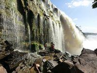 カナイマ散策、アチャの滝裏歩きとサピトの滝遊びでマイナスイオンをたっぷり浴びて!