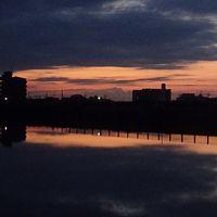 早朝散歩 宝塚安倉上池では、日の出が無くお月様の撮影になりました。
