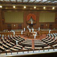 遅ればせながら国会議事堂に入り、さらに憲政記念館も見学