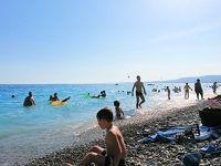 父+娘二人(8歳、5歳)で欧州五か国の旅-07.ニースのビーチを楽しむ