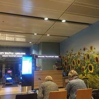 空港からシャトルバス タバコの税関