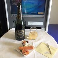 ANAビジネスクラスで秋のニューヨークへ � 羽田国際空港−JFK国際空港間の全日空ビジネスクラス(ボーイング777-300ER)の機内(ファーストクラスシートも!)、食事&デザート&アルコール♪ ラウンジでセーブした分、今回も思う存分飲みまくり&食べまくります (*´ω`*)