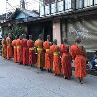 駐在のついでに 【現地速報】ラオス Luang Prabang 遠征(2) 托鉢!