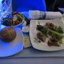 いきなりですが機内食です。 諸事情によりトロントまでエグゼクティブファーストクラスへアップグレートして頂きました。 で、まずは前菜・サラダ。 本当に美味しいんです。