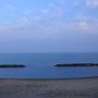朝、窓の外を見ると、穏やかな海が広がっていた。 今日も良い天気のようだ。