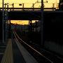 バスの行き先は呉駅ですが、途中の西条で山陽道を下りてからは小さなバス停にもこまめに止まっていきます。ここで定刻よりも早く進んでいることに気づいたので終点まで乗る予定を変更して日の出を見られるスポットに行くことに。新広駅でJR呉線に乗り換えてみました。