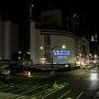 神戸から四国へ向かう方法はたくさんありますが、その中でももっともリーズナブルに行けるジャンボフェリーで今回は渡ります。深夜1時に神戸港を出発する便に乗れば翌朝5時に高松に到着するので1日だけの休みでも時間をフル活用出来るのも魅力。三宮から港までは歩いても15分ほどなので、終電間近の駅を背にぼちぼち歩いて行きましょう。