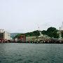 さっきまで2隻のフェリーが停まっていた港、既にそれぞれの行き先へ向けて出発してしまい静けさを取り戻しています。