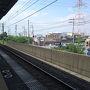 ●JR藤阪駅  周囲は、住宅地と田んぼ。 快速は停まらない、高架な駅です。