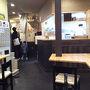 ●店内@讃く  店内に入ると、食券を買います。 外の雰囲気とは違い、中はセルフ式。 このギャップがいい。 品のあるうどん屋さんです。
