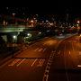 市役所の前を通って三宮からの一本道をひたすら南下、昼間は車の通りの多い2国もこの時間はこの通りです。