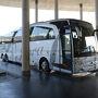 プラットホームにALSA社(https://www.alsa.es/en/)のバスが入ってきました。乗車時はドライバーにEメール添付で送られてきたEチケットを見せればOKです。
