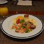 グラナダを堪能し、今日はマドリードへ戻ります。バスでの長い旅になりますので、朝食をしっかりと摂ってからホテルをチェックアウトします。
