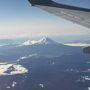 離陸して間もなく上空からは綺麗な富士山が見えた。