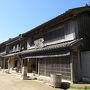 『房総のむら』に入ると宿場町のような街並み。 こちらにはお蕎麦屋さんなどもあります。  入園料は300円と格安ながら、じつに充実した施設です。 スポット的に、いろいろ有料体験メニューがあるので、 事前にチェック  ↓ https://www.chiba-muse.or.jp/MURA/index.html