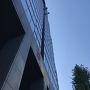 3日目  おはようございます 昨日とは打って変わって、抜けるような青空が目に痛い東京の朝 オフィス街の虎ノ門、今日は休日なので人出はあまりないです 窓掃除の人たち、高いところに・・・見てるだけで胸が痛い・・・