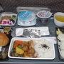 今回も、ボリーム満点の機内食、さすがシンガポール航空!  シンガポールスリリング&ビールと共に完食です。