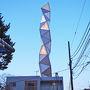昔、備前町に住んでいたことがあるのですが、40年程前なので、ずいぶん変わりました。駅から歩いて10分ほどで、芸術館の目印であるタワーが見えてきました。街中にあるとちょっと奇妙ですが、磯崎新さんらしいなぁ、と思いながら近づいて行きました。