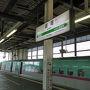 【2017年5月5日】 大宮駅を6:58に出発する新幹線はやぶさ1号(東京発新函館北斗行き)で盛岡を目指します。連休中ということもあり車内は満席です。大宮から盛岡までは1時間47分。あっという間に到着です。