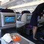 2017/04/29 15:05 ビジネスクラス初搭乗 おお〜 ひろい。 飛行機のドアが閉まる前に振舞われるウェルカムドリンク。 フルフラットになるシート。 フェアバンクスからの帰りにラッキーで乗ったユナイデッドのファーストクラスは、あまりのもてなしに緊張したが、なんとなくだが落ち着くのもいい。 僕の列の担当は、すごい美人のCAさん。 北京まで楽しみなのだ。