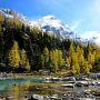 足元の雪は、消えてしまいましたが     秋のロッキーは、新雪とラーチの黄葉の       共演が競演していて?? いい感じですね。。。           Cascade Lakes