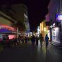 夜9時頃Mostarのバスターミナルに到着。 すぐさま、ホテルでチェックインをして、夜のモスタルへ。 治安は全然良さそうで、まだまだ賑わっていました。