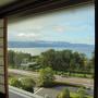 リブランド化されたばかりのホテルのHPの写真を見る限り、 洋室の方がモダンで高級感がある感じ、和室は旅館にありがちな畳のお部屋、という印象を受けたので洋室を予約しようとしていましたが、 1週間前の予約では琵琶湖ビューの部屋は和室しか残っていませんでした。 せっかく琵琶湖畔に泊まるなら、やっぱり琵琶湖ビューの部屋がいいよね。