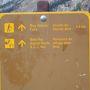 ボウレイクの ナムティジャロッジの前から トレイルは スタートです。 ちょうど 9時のスタートです。。。 ボウ・グレーシャー・フォールズ 4.6km