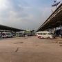 カンボジア・タイ旅行25日目。  開けて翌日、本日はバスに乗ってバンコクへと戻ります。  バンコクへはバスで約8時間位かかるので、朝早くに起き昨日の夜荷物を纏めていたので、すぐにチェックアウトをしてトゥクトゥクに乗りバスターミナルへ.......本当は歩いてバスターミナルまで行こうとしたのですが、意外に遠いので諦め。  そしてバスは時間通りすぐに出発!! バスはカムペーン・ペット→ナコーンサワン→シンブリー→アユタヤ経由で約8時間かけやっとバンコクに到着。(;´ρ`)チカレタヨ・・・  北バスターミナルは相変わらずごちゃごちゃとしていて、分かりづらい.....さらにアヌサワリーのロットウ乗り場が廃止になり、北・東北地方行きのロットウ乗り場がこちらに移転してきた物だから、さらにごちゃごちゃしている。