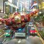 スターツアーズと違い、ここ香港ディズニーランドから飛び立って、香港の街中や上空を飛び周り、  またディズニーランドに帰ってくるところが斬新!  内容もすごく盛り上がって、正直スターツアーズよりも楽しい!!