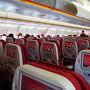 今回利用の香港航空は、聞きなれない航空会社だけど、毛布も枕もあるし、パーソナルモニターのコンテンツは、キャセイパシフィックより豪華だよ!  機内食はまあ・・・食べられただけマシかな?
