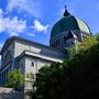 聖ジョセフ礼拝堂は、モントリオールの中央にそびえるロワイヤル山の斜面に、周囲の街を見下ろすように堂々と建っています。